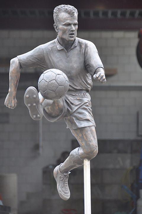 Standbeeld Dennis Bergkamp