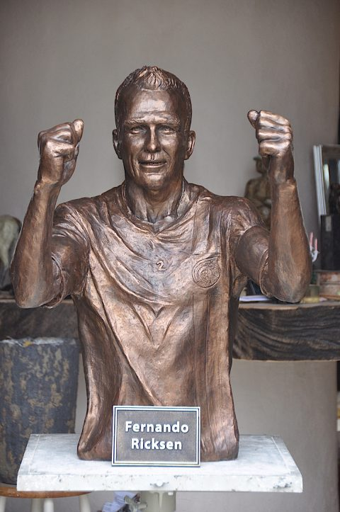 Bronzen beeld Fernado Ricksen
